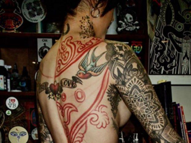 Cande Tinelli se hizo el tatuaje más grande y jugado de su vida