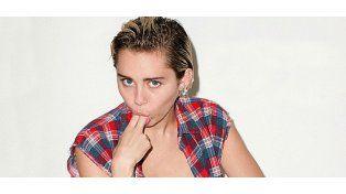 Polémica producción de fotos de Miley Cyrus con poses sexuales