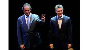 Frente a frente. Scioli y Macri no se salieron del libreto expuesto en la campaña.   Foto: Télam