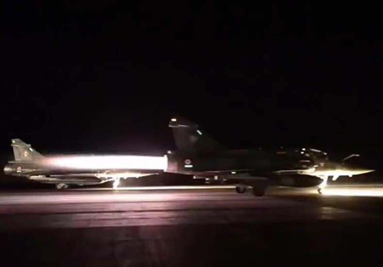 Los cazas franceses parten a bombardear objetivos del EI. (Imagen RT)