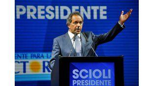 Consecuencias. Scioli atacó la propuesta económica de Macri.