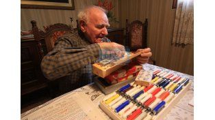 Tiempo. Schneider muestra productos de la industria donde trabajó desde 1952 a 1986. (Foto UNO/Juan Ignacio Pereira)