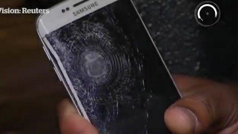 Atentado en Francia: su celular detuvo la esquirla que lo hubiese matado