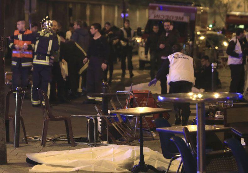 Mueren al menos 40 personas en tiroteos y explosiones simultáneos en París