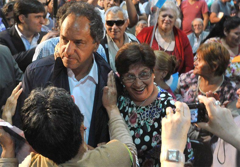 Campaña. El candidato del FPV durante un encuentro con jubilados en San Martín