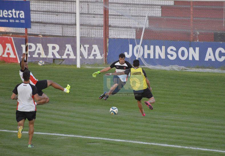 PRIMERA CHANCE. Agustín Bossio podrá registrar mañana sus primeros minutos oficiales en la temporada 2015 en Patrón.   Foto: UNO/Mateo Oviedo