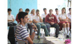 Comprometidos. Los estudiantes pasaron al frente para representar y analizar los contextos que provoca la literatura.   Foto UNO/Juan Ignacio Pereira