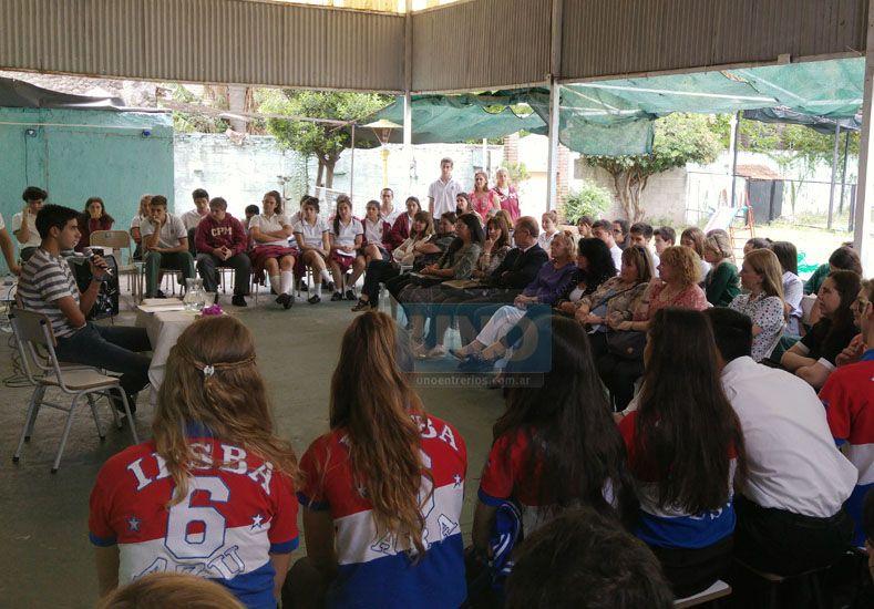 Entre pares. Cada presentación se llevó aplausos y el compromiso de continuar en la lectura.  Foto UNO/Juan Ignacio Pereira