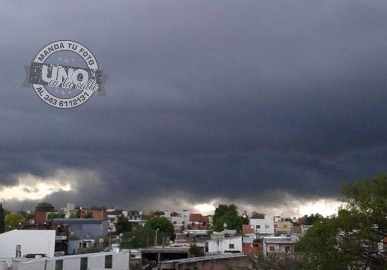{altText(Foto #UNOEnLaCalle por Celeste Herrera,Alerta meteorológico por tormentas fuertes en Entre Ríos)}