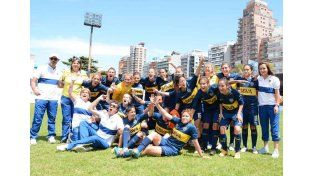 Festejando. Todas la jugadoras del equipo Femenino de Boca festejando el primer lugar en la Supercopa a nivel nacional.