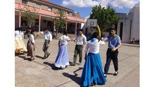 Sentir nacional. La comunidad educativa salesiana adelantó los festejos con diversas actividades.   Foto Gentileza/ Facebook Instituto Enrique Carbó