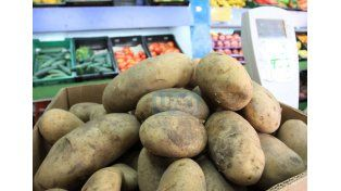 Un mercado fluctuante. Las frutas y verduras suben o bajan de acuerdo a múltiples factores. Foto UNO/Juan Ignacio Pereira