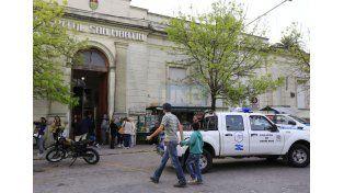 Más sangre. El joven agonizó pocas horas y falleció en el hospital San Martín.  Foto UNO/Diego Arias