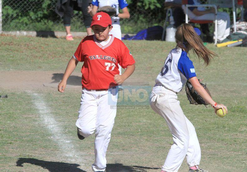 Buen marco. La competencia contó con más de 250 chicos de diferentes puntos del país. Fueron tres días a puro sóftbol.  Foto UNO/Juan Ignacio Pereira