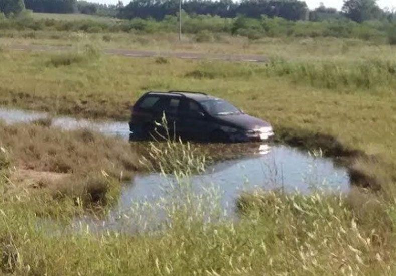 Autovía 14: Un conductor se durmió al volante y terminó en un bañado