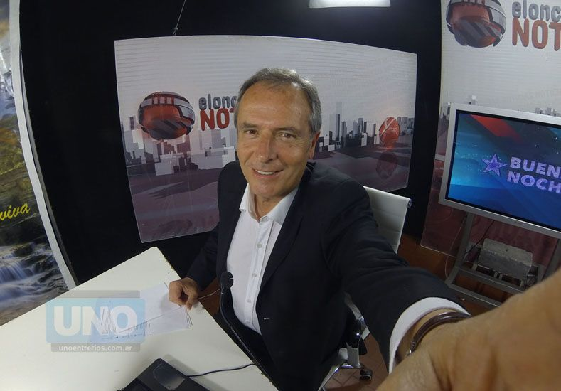 En el estudio de Canal Once donde conduce Noticias a las 21-  Producción fotográfica UNO/ Diego Arias