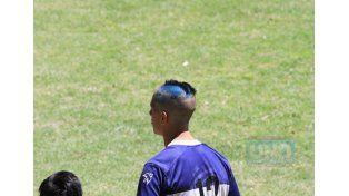 Este jugador fue bautizado con el tradicional corte de pelo.   Foto UNO/Diego Arias