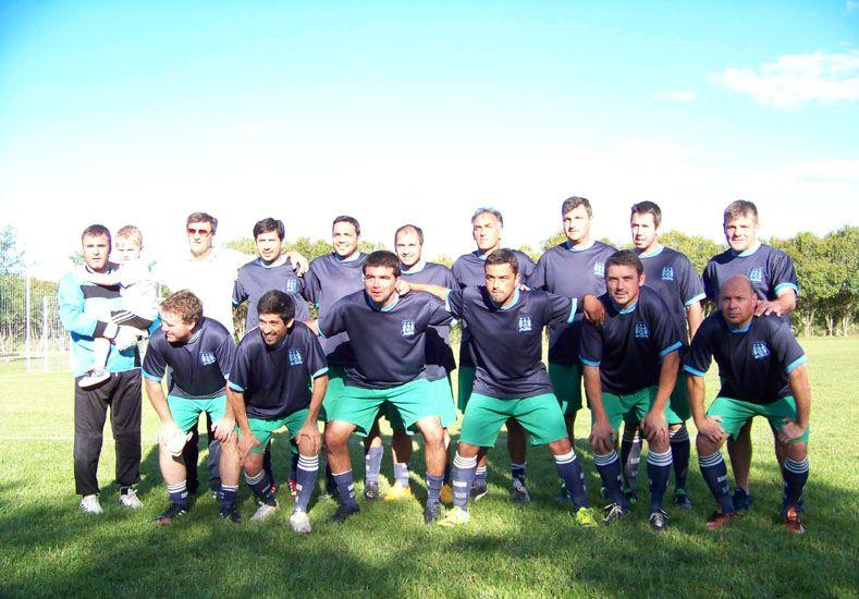 Paraná presentó una formación con figuras reconocidas en el ambiente.