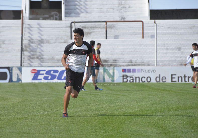 El Flaco Quiroga vuelve a la titularidad en lugar de Lautaro Comas en el Rojinegro.   Foto UNO/Mateo Oviedo