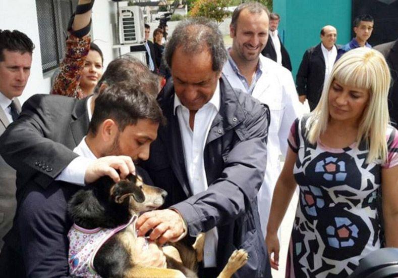 Recorrida. Scioli visitó la localidad bonaerense de Berazategui.