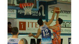 El Centro no tuvo problemas para vencer a Viale por 84 a 62 y se instaló otra vez en semifinales.     Foto Gentileza/Prensa APB