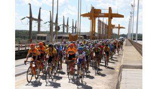 La carrera pasará por los puentes entrerrianos que unen a la provincia con Uruguay. Foto Gentileza/Prensa Giro