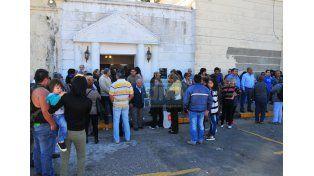 Con bocinazos y aplausos despidieron en septiembre pasado al remisero asesinado Julio López.  Foto UNO/Juan Manuel Hernández