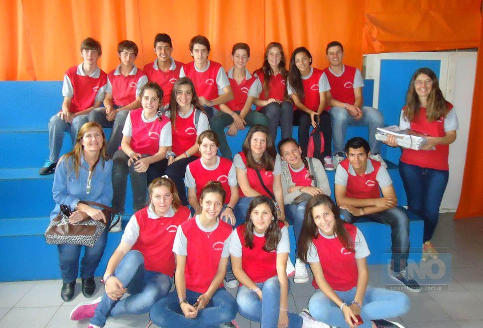Alumnos de 4º año de la escuela Nº 73 de El Palenque visitaron Diario UNO