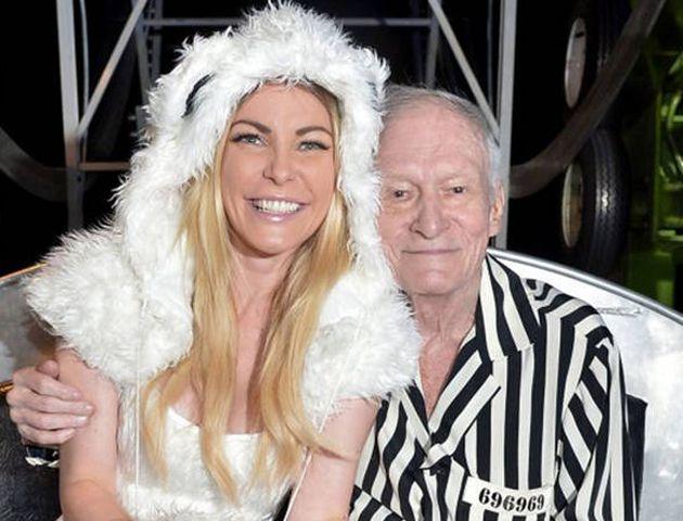 El millonario Hugh Hefner de 89 años