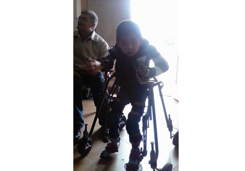 Camilo viajó a Córdoba y su exoesqueleto comenzó a fabricarse