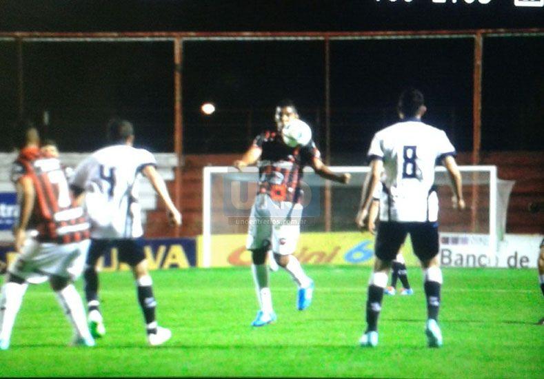 Patronato sigue de cerca a Atlético Tucumán