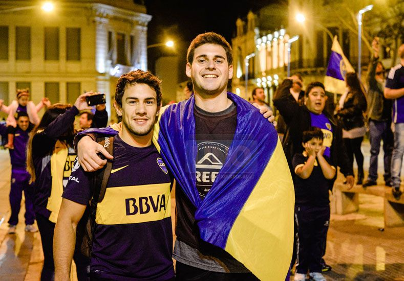 Los paranaenses coparon la plaza de Mayo