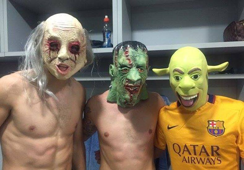 Jugadores del Barcelona celebraron la victoria con disfraces de Halloween