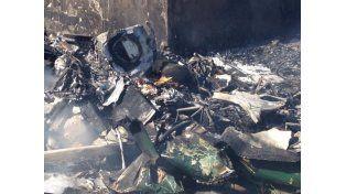 Tragedia en Santa Cruz: cayó una avioneta en el patio de una casa y murieron los dos pilotos