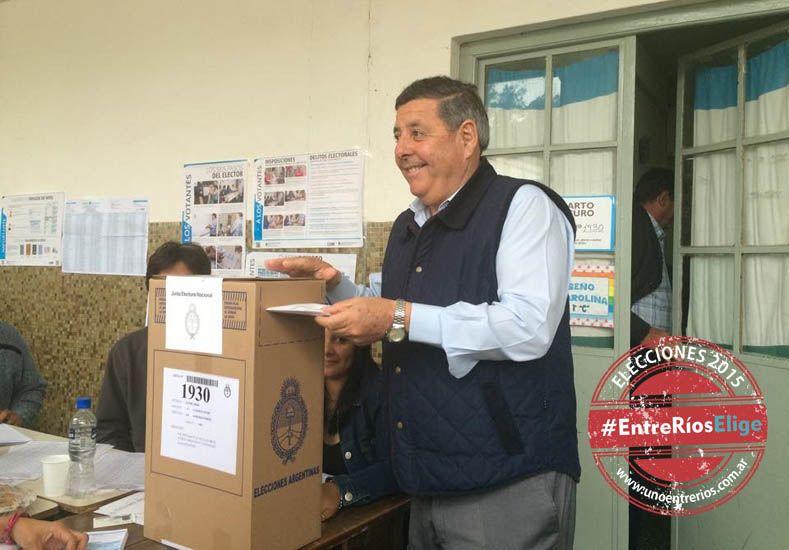 De Ángeli al momento de votar.