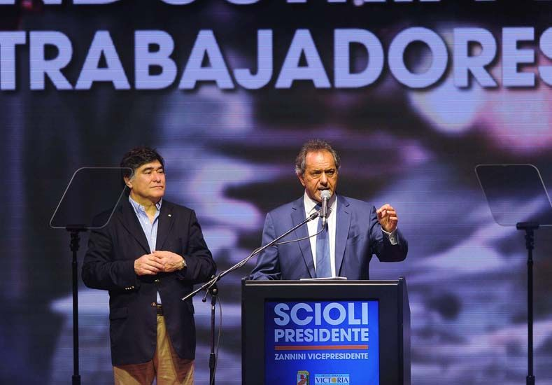 """Scioli:  """"El cambio debe ser hacia adelante y no al pasado"""""""