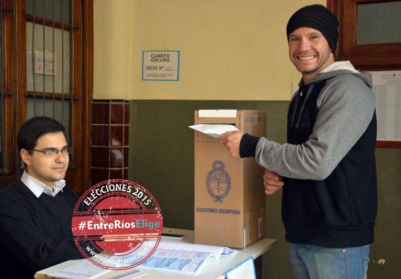 El boxeador Wenceslao Mansilla votó en la escuela La Salle. (Foto UNO/Mateo Oviedo)