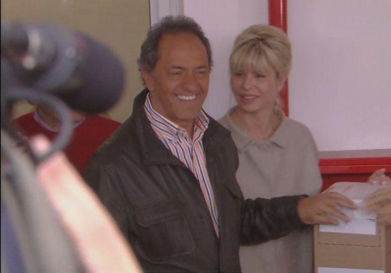 Scioli votó en Tigre y resaltó su buena onda