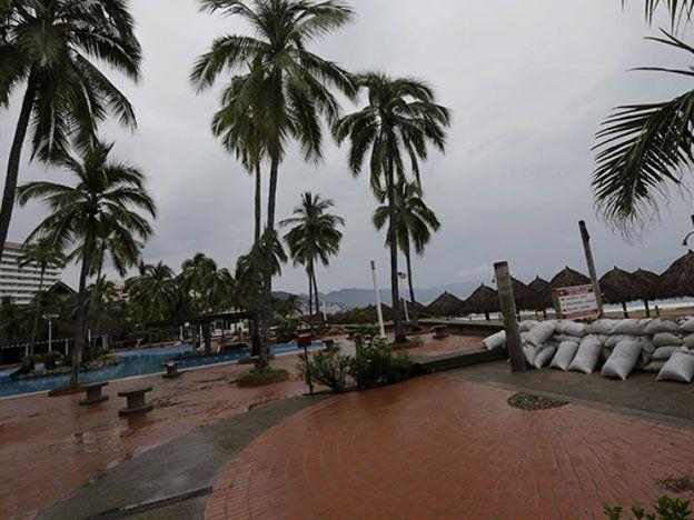 Patricia fue degradada a tormenta tropical y su paso no dejó graves daños