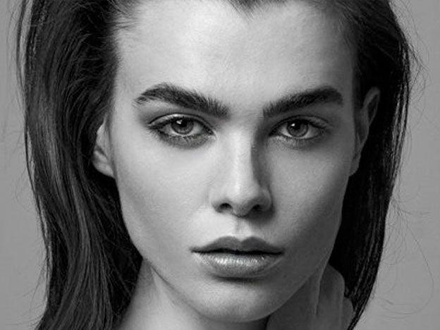 Carta de una modelo a su agencia: No puedo cortarme los huesos