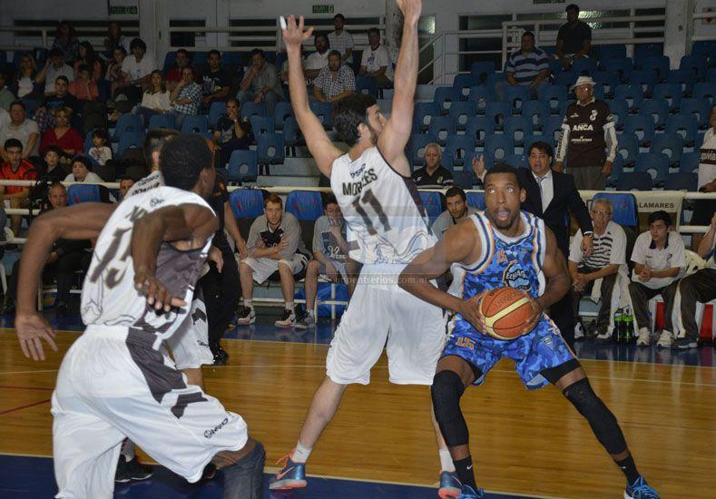 El AEC jugó muy por debajo del nivel que puede dar. Mañana recibe a Unión de Santa Fe. Foto UNO/Mateo Oviedo