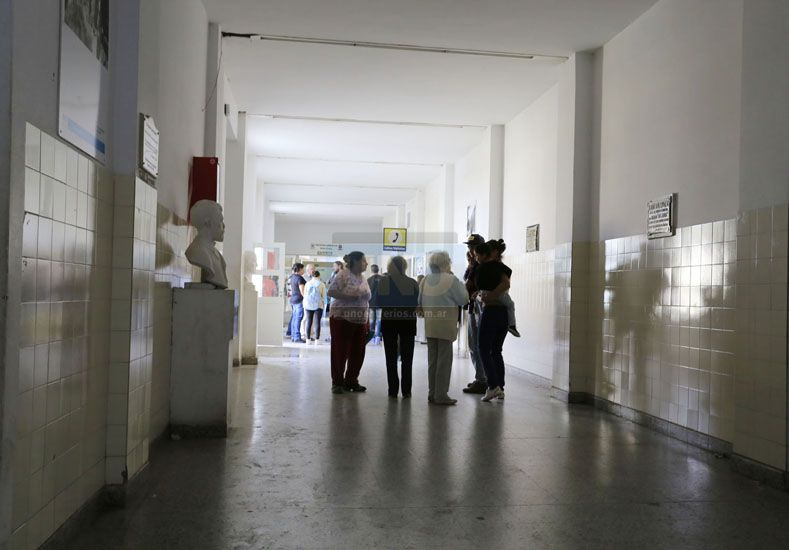 Dos familias antagónicas se enfrentaron dentro del hospital San Martín