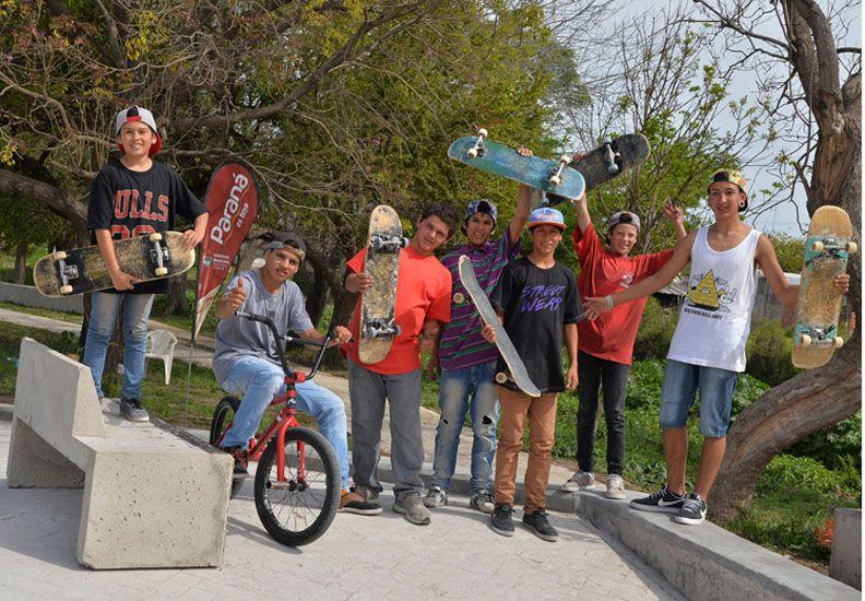 En Mosconi la tarde se llenó de skate y amistad