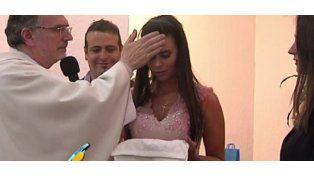 Sabrina Ravelli se bautizó y tomó la Primera Comunión