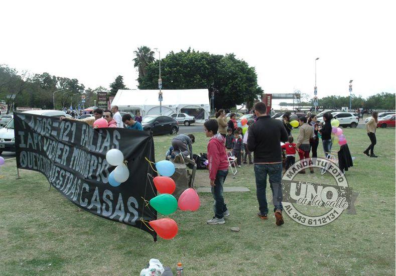Protesta: Preadjudicatarios de un barrio de Vicoer reclamaron que se construyan sus casas