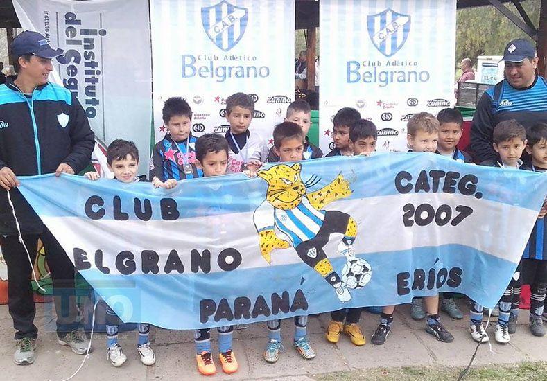 Los chicos de la Categoría 2007 de Belgrano se colgaron sus medallas.  Foto UNO/Juan Manuel Hernández