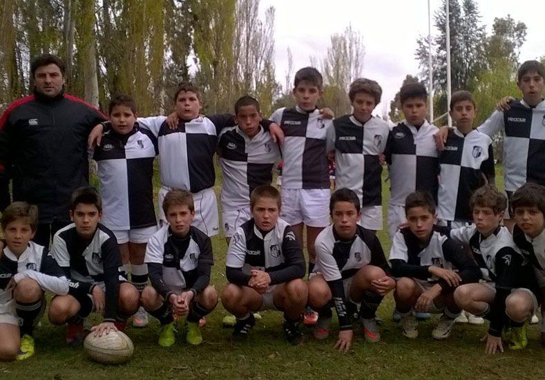 Abrazados los chicos del club Estudiantes de Paraná.
