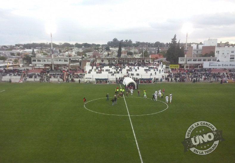 Patronato goleó a Chacarita y quedó a un punto de Atlético Tucumán