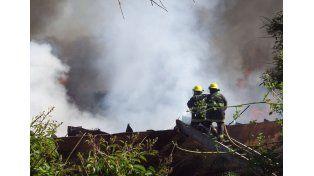 Por un derrame de combustible se incendió un buque amarrado en puerto Ibicuy