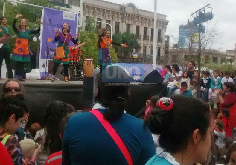 Canticuénticos le puso color y música a la tarde en la Feria del Libro